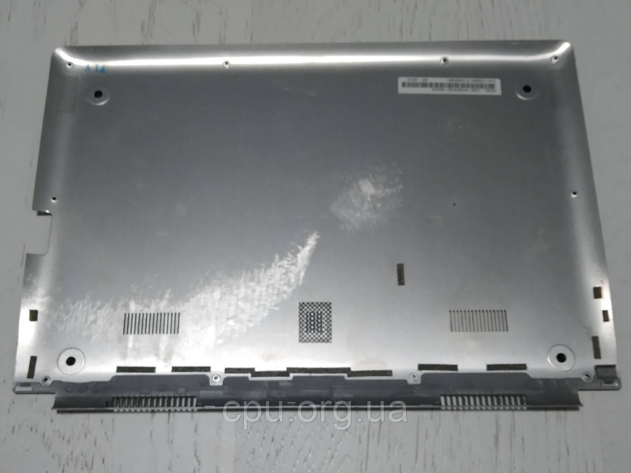 Samsung NP900X3D нижняя крышка