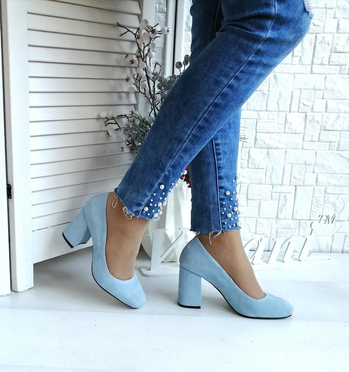 Голубые замшевые туфли на высоком каблуке