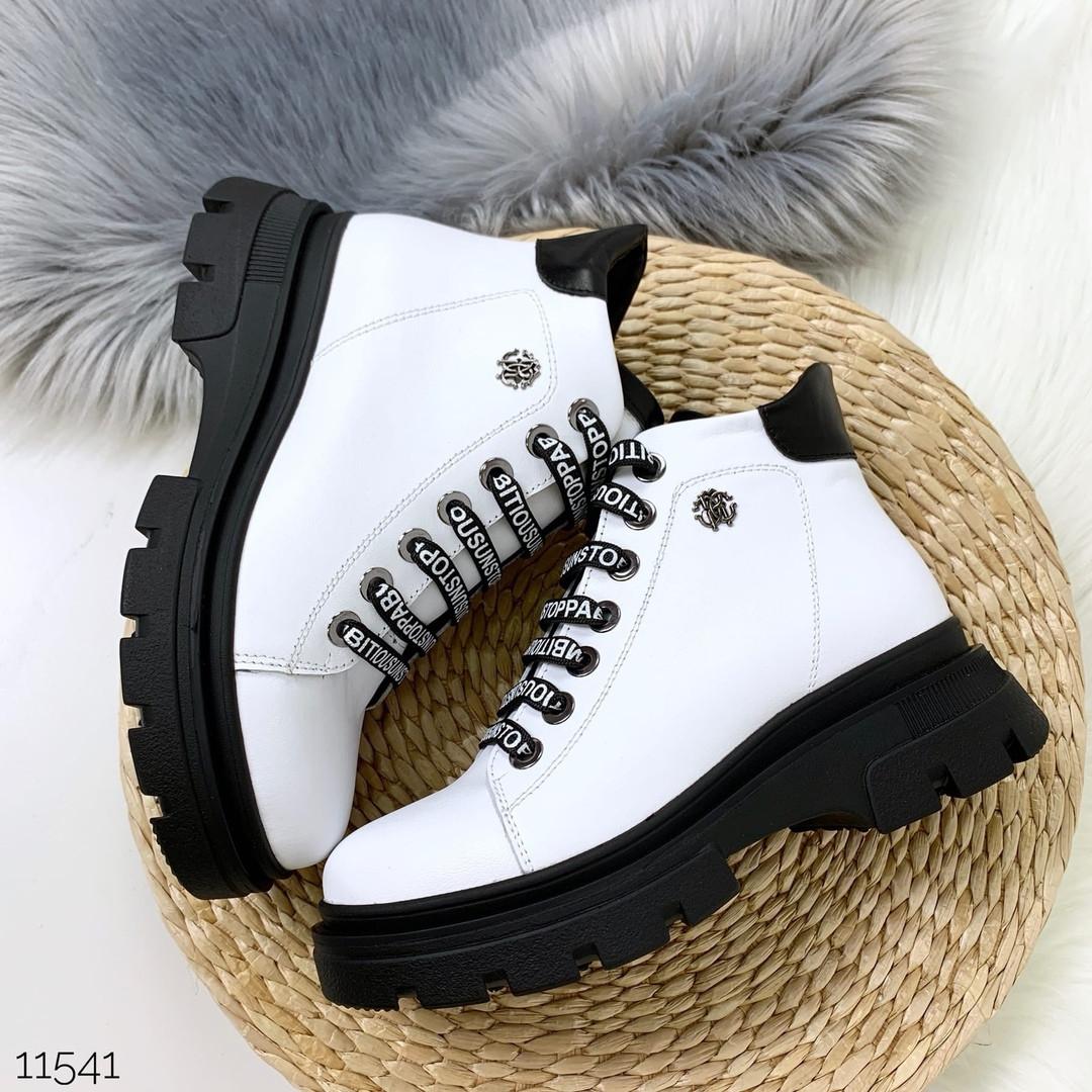 Ботинки белого цвета