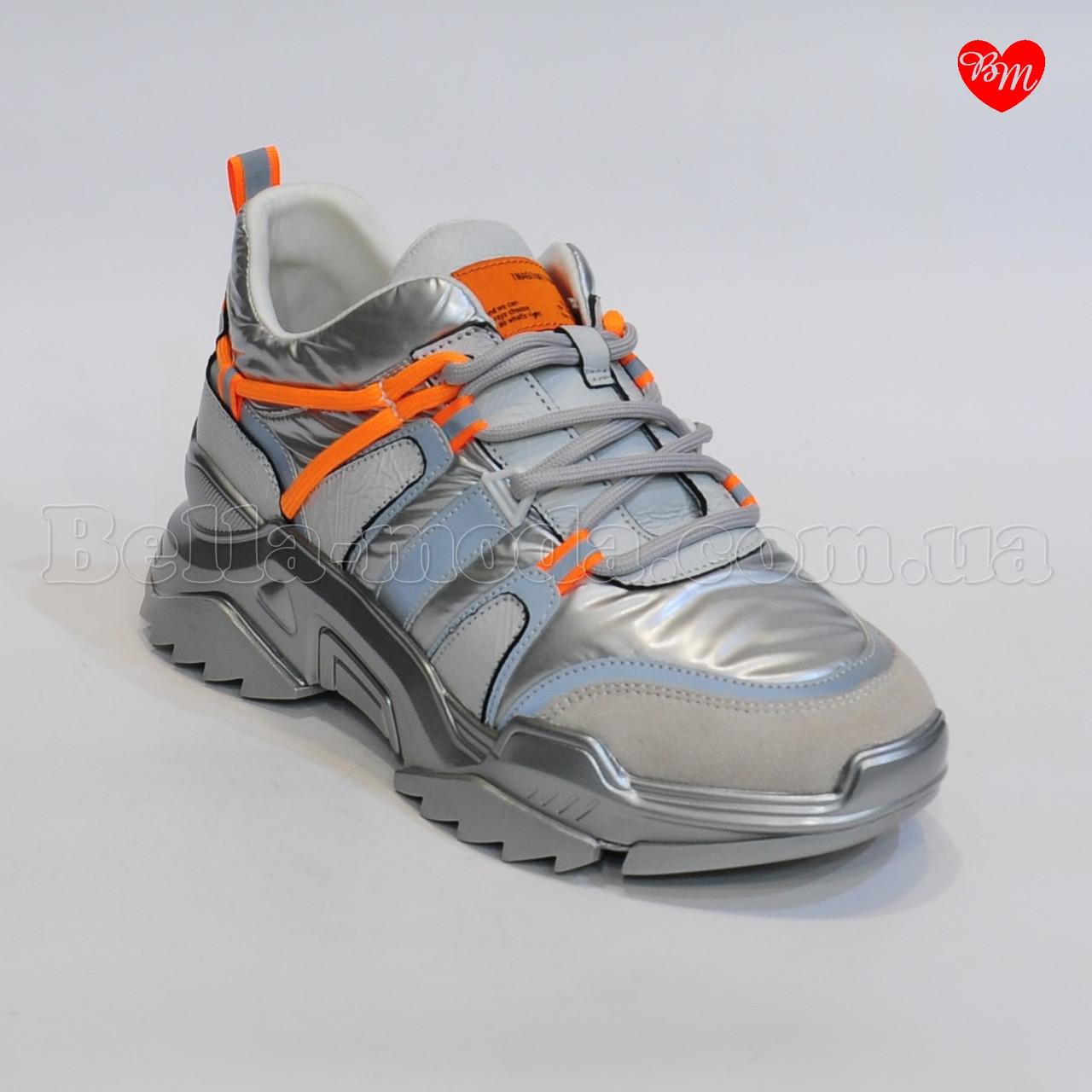 Женские кроссовки оранжевый шнурок