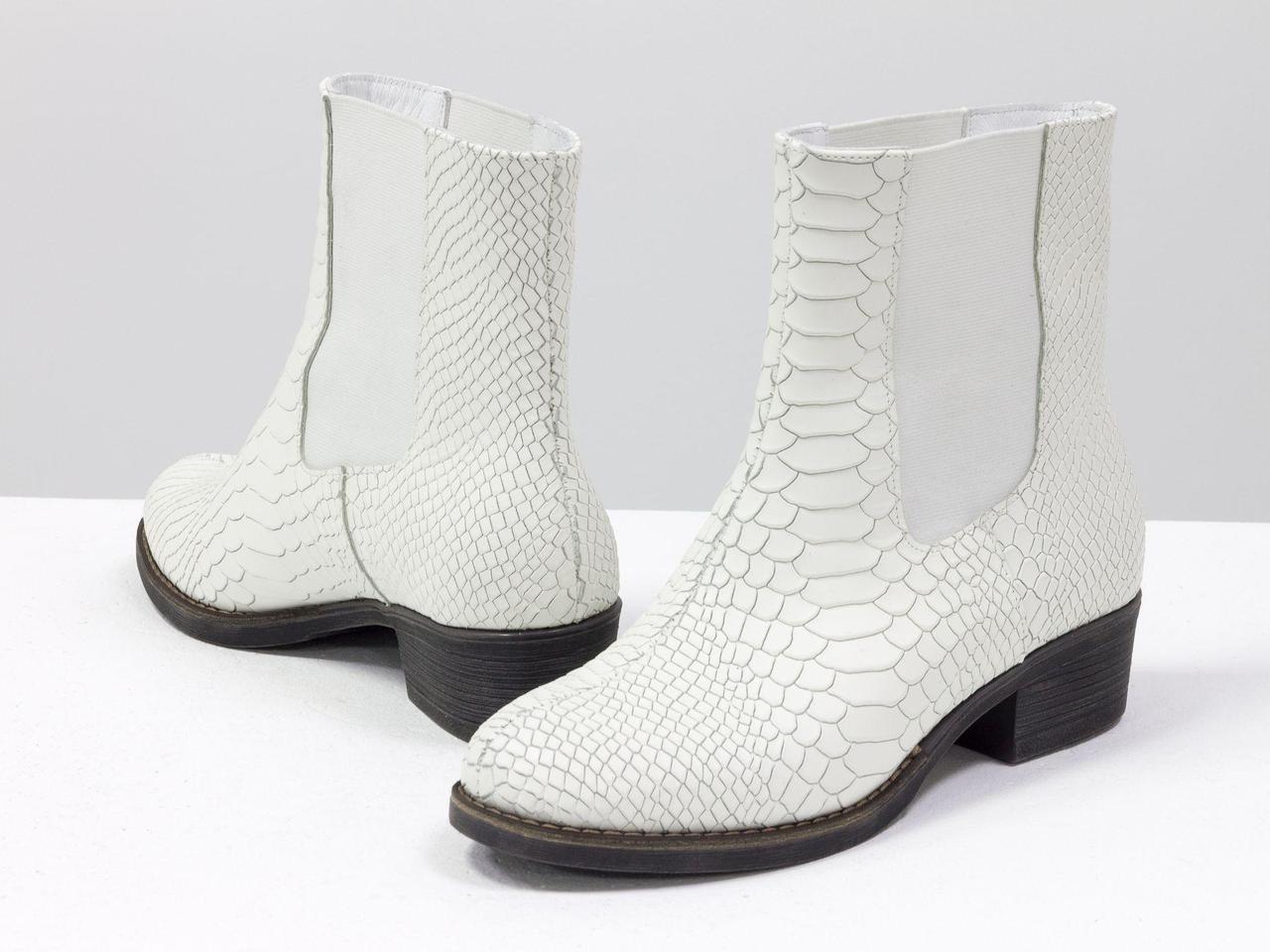 """Ботинки свободного одевания - челси из натуральной кожи """"питон"""" белого цвета"""