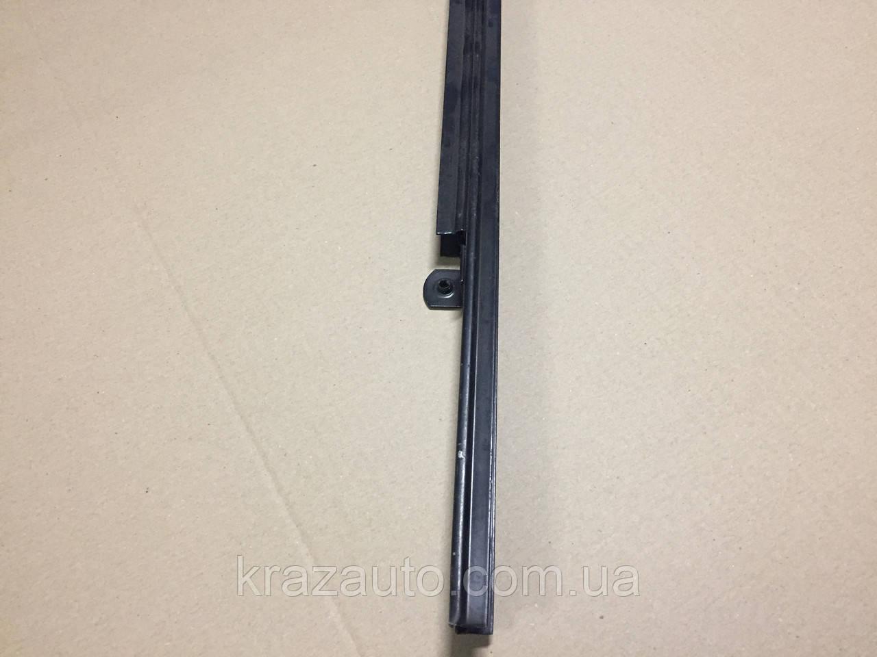 Стойка стекла двери МАЗ (левая) 5336-6103235