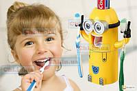 Дозатор зубной пасты детский Миньон и держатель для двух зубных щеток