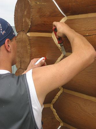 Заделка швов герметиком, конопатка в деревянном доме, фото 1