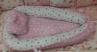 Двухсторонний кокон - гнездышко для новорожденных деток с ортопедической подушкой. Звездочки (белый, розовый)