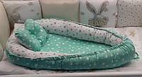Двухсторонний кокон - гнездышко для новорожденных деток с ортопедической подушкой. Звездочки (белый, мятный)