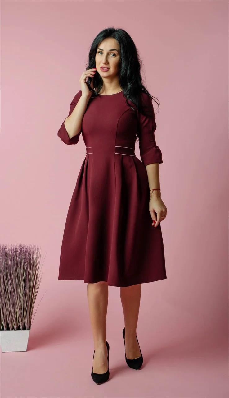 Красивое платье бордового цвета