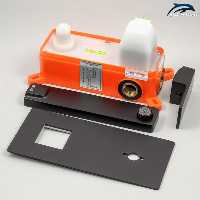 Змішувач прихованого монтажу для раковини KGRB-02 латунний з квадратним дизайном.
