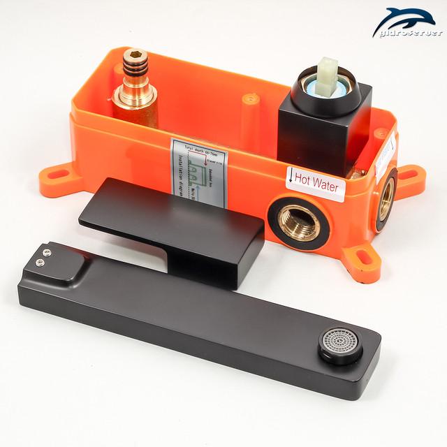 Змішувач для раковини прихованого монтажу KGRB-02 з горизонтальною установкою в стіну санвузла.