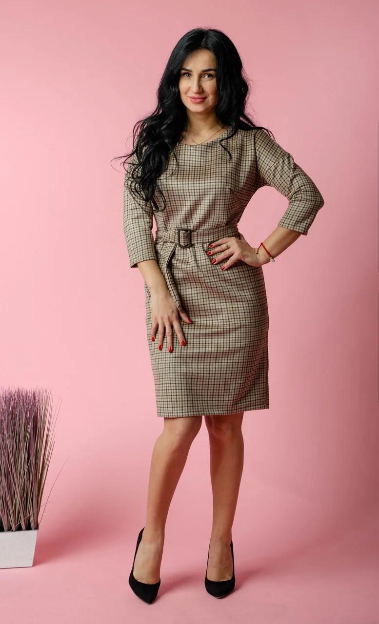 Элегантное платье в коричневую клетку