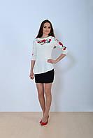 Стильная молодежная туника вышиванка белого цвета с красивым цветочным орнаментом