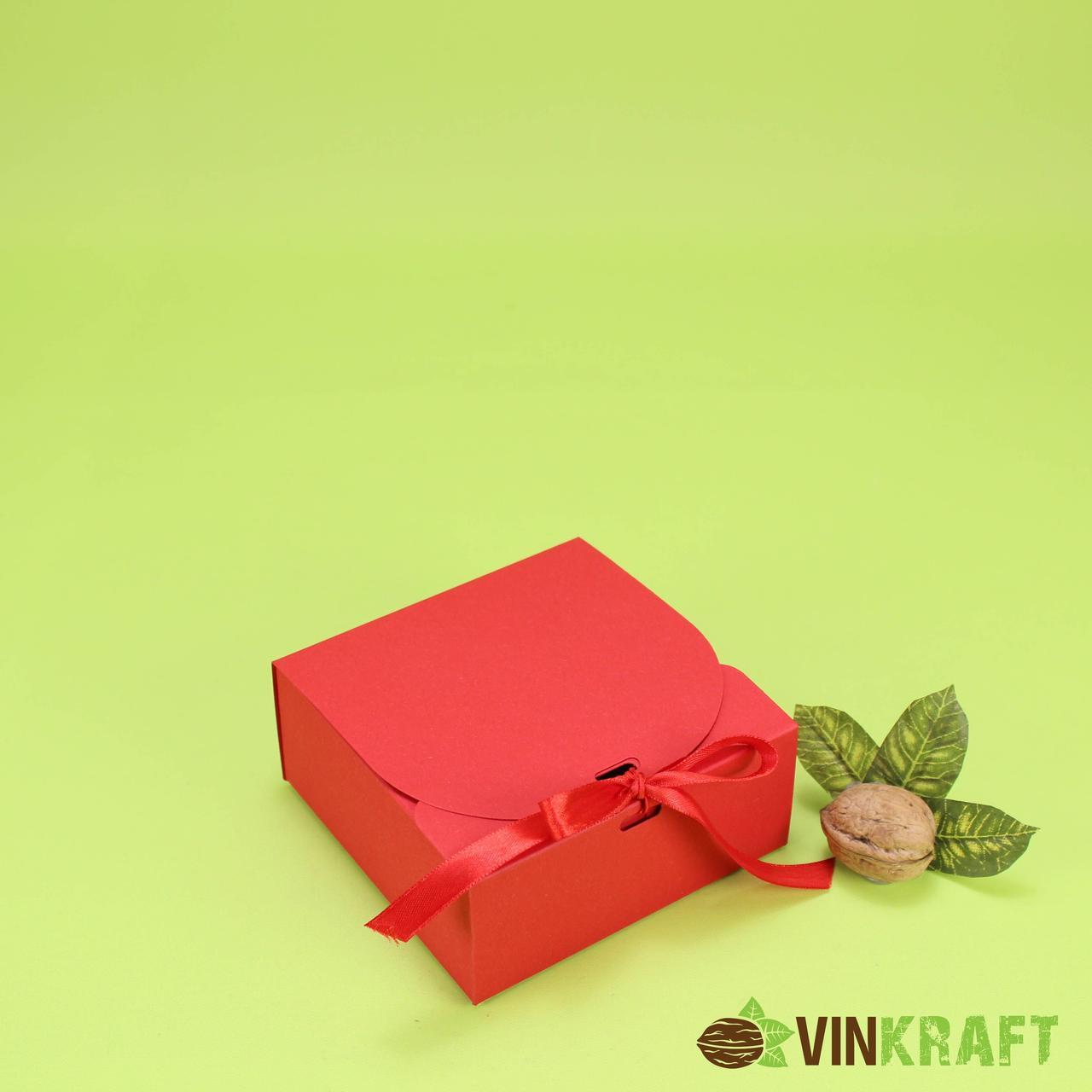 Подарункова коробка 115*115*50 з стрічкою, червона