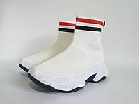 Высокие кроссовки трикотажные  белого цвета. Демисезонная модель, в наличии.