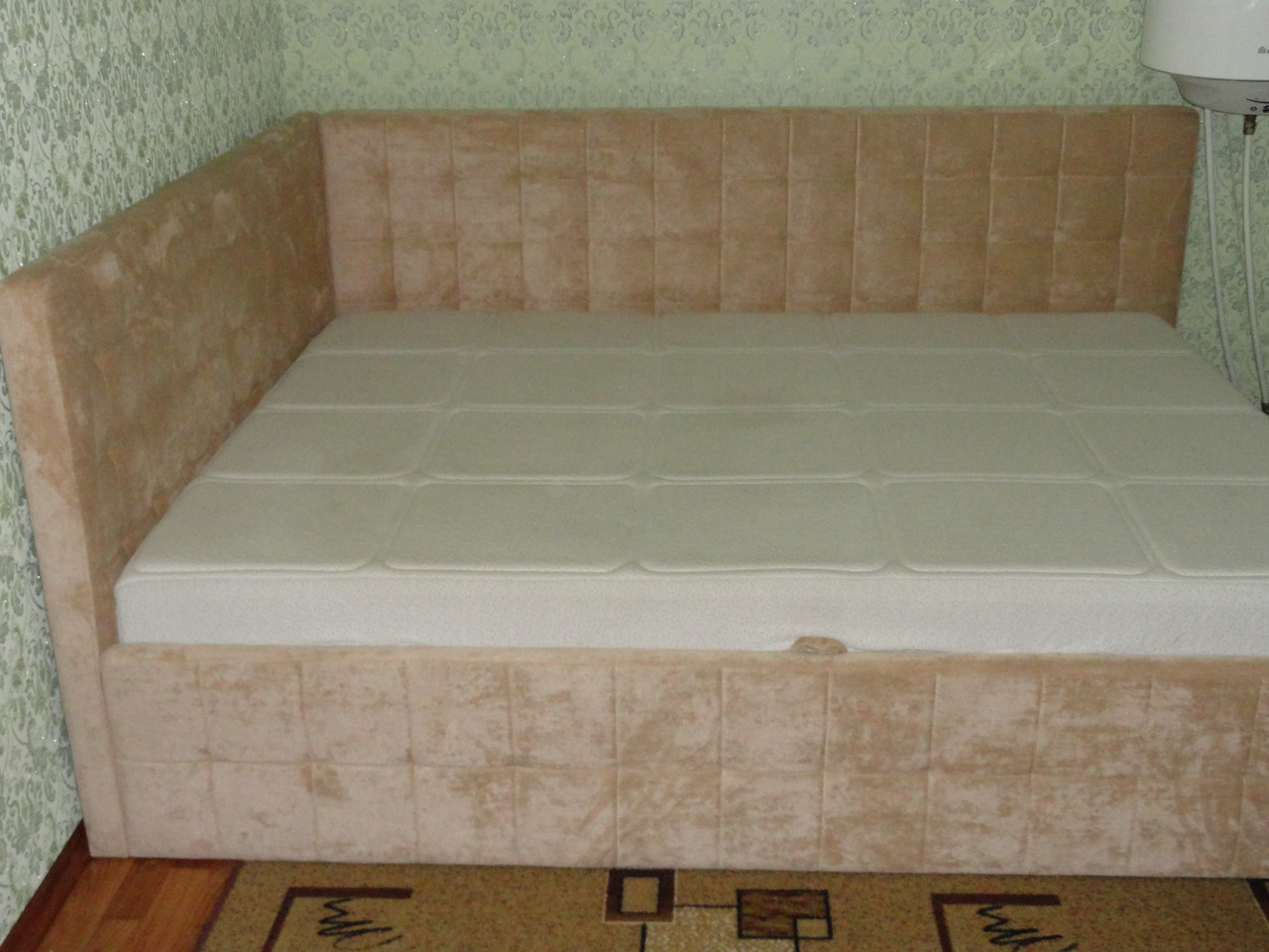 Кровать двуспальная угловая