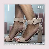 Женские босоножки на устойчивом высоком каблуке, беж замша, фото 1