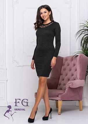 Демисезонное платье в обтяжку до колен с декоративным декольте черное, фото 2