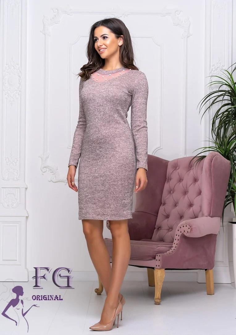 Приталенное платье футляр выше колен с длинным рукавом пудровое