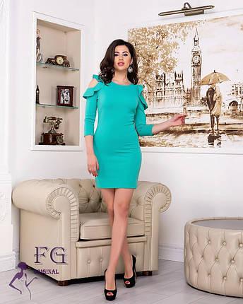 Красивое платье мини по фигуре  на плечах волан мятное, фото 2