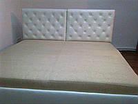 Кровать спальная с каретной стяжкой. Двуспальная кровать с каретная стяжкой.
