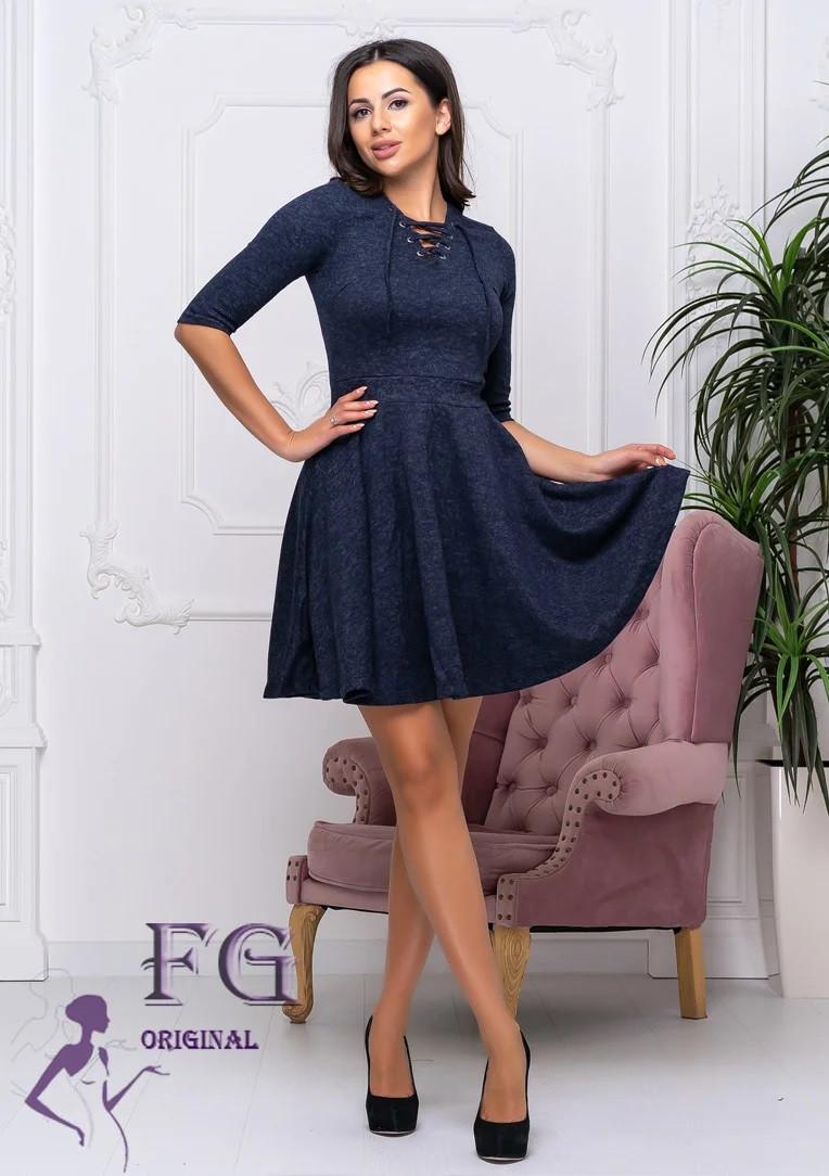 Стильное  платье со шнуровкой в зоне декольте темно-синее