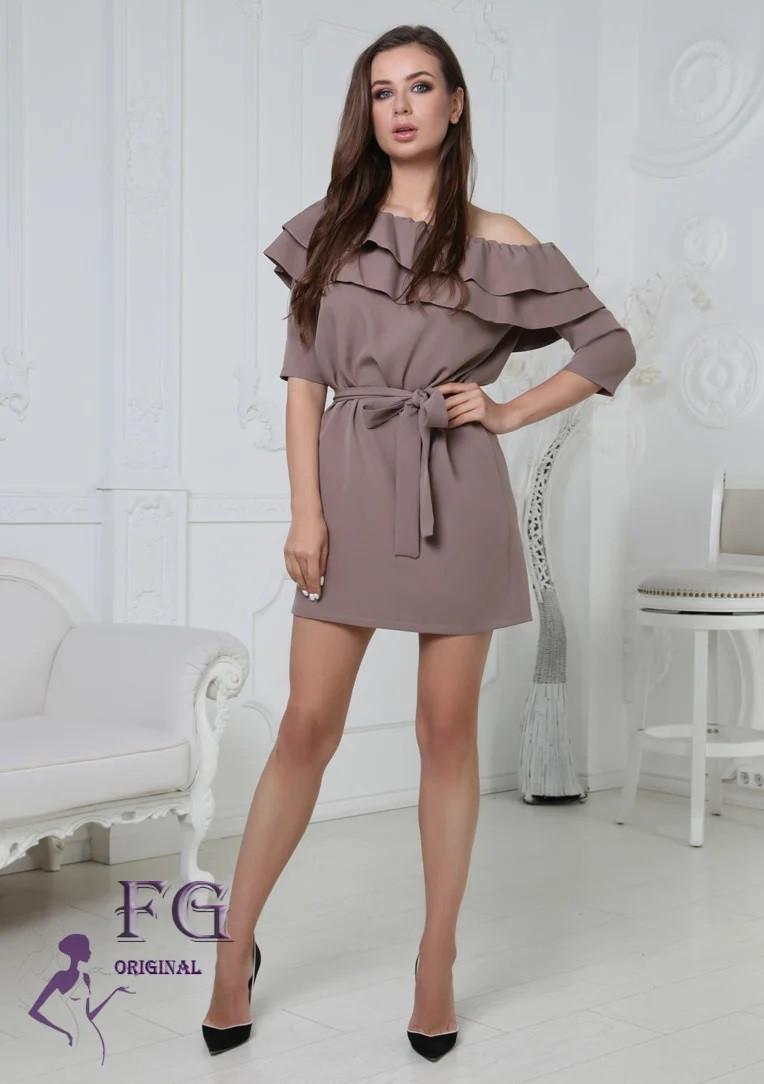Модное платье мини с поясом в тон рукав три четверти мокко