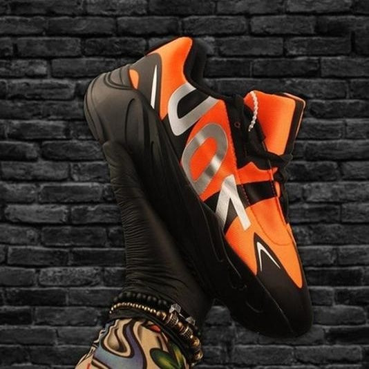 Мужские кроссовки в стиле Adidas Yeezy Boost 700 V2