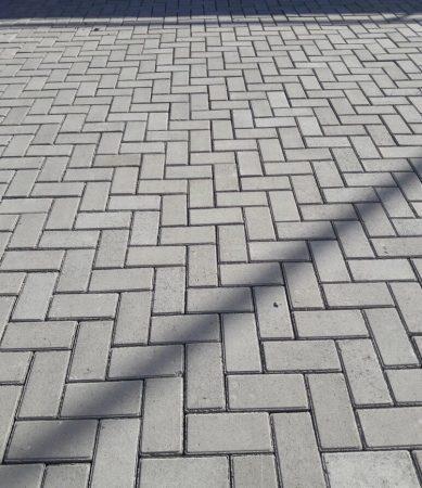 """Тротуарная плитка """"Кирпич"""" 200х100 высота 80мм серая"""