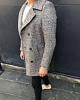 Бело-черное мужское пальто
