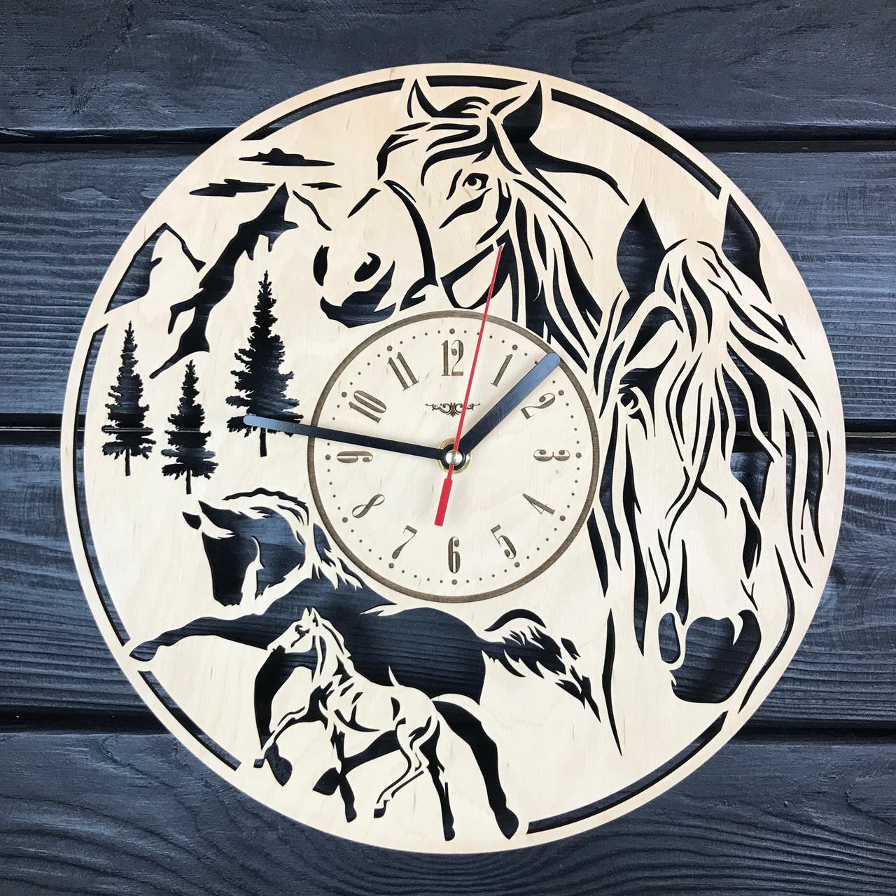 Часы настенные из дерева «Лошади»