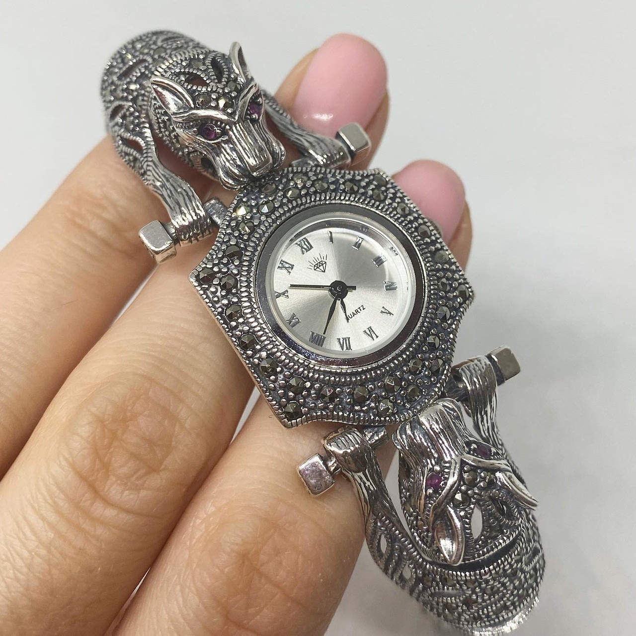 Часы из капельного серебра 925 Beauty Bar тигры с розовыми глазами и и камнями марказитами (Римские цифры)