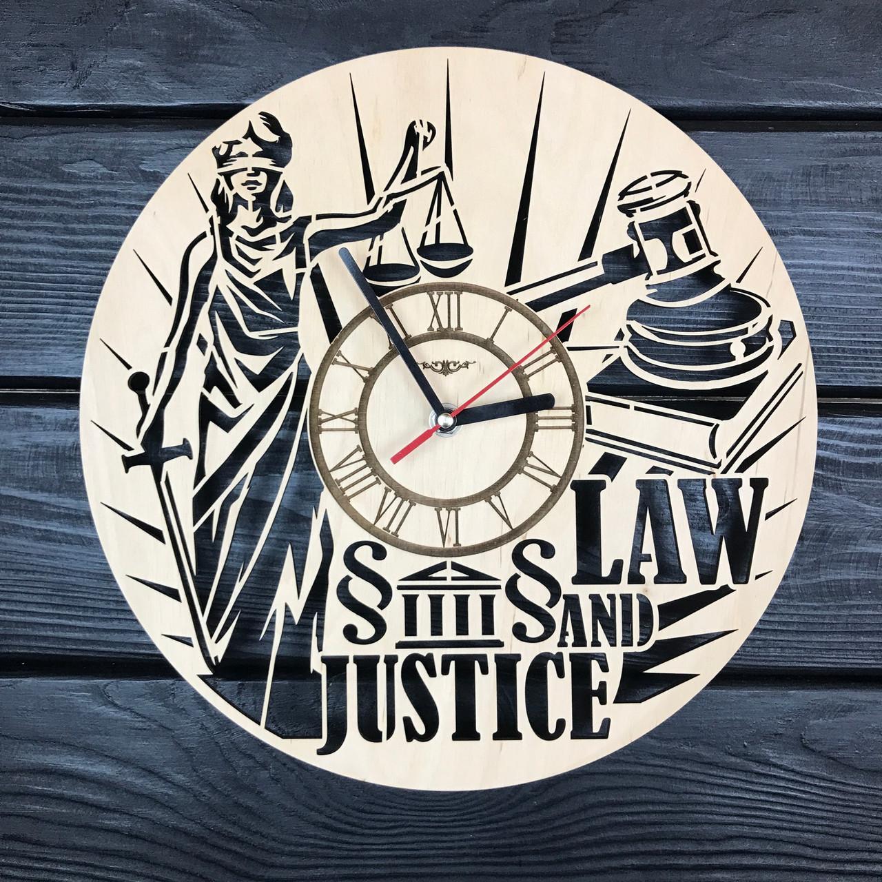 Интерьерные часы из дерева на стену «Закон и справедливость»