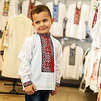Дитяча сорочка для хлопчика з червоним орнаментом