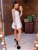 Белое платье с пышной фатиновой юбкой декорированное бусинами