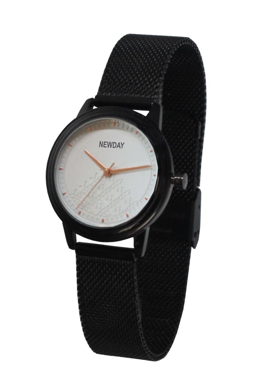 Часы женские наручные на плетенном браслете