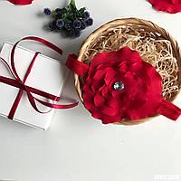 """Нежная красная повязочка """"Red flowers"""" ручной работы для новорожденной, в красивой коробочке."""