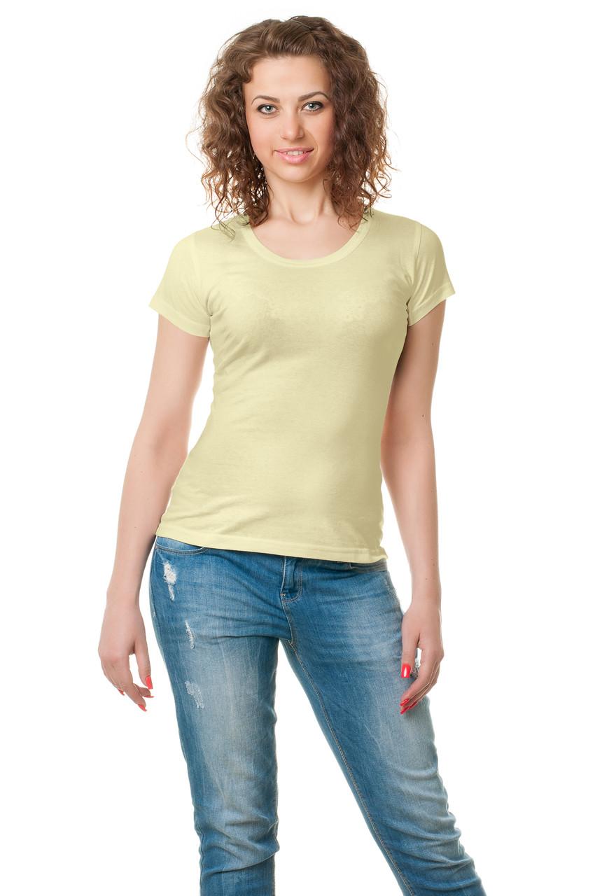 Жіноча класичного крою футболка, по фігурі, однотонна, бежева