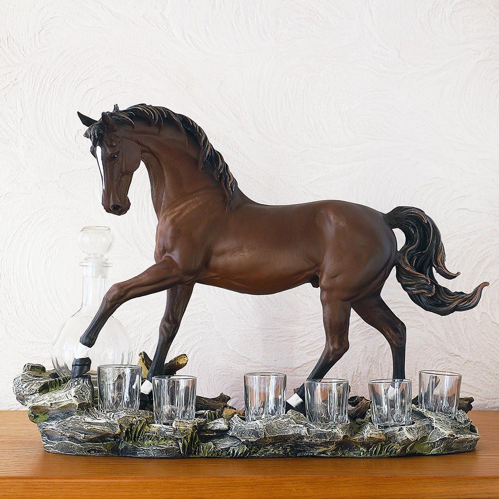 """Подарочный коньячный набор """"Конь"""" стеклянный графин и 6 стопок на подставке из полистоуна"""