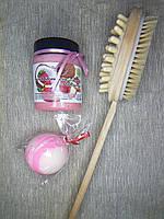 Набор щетка для массажа и кокосовый скраб клубника и бомбочка для ванны