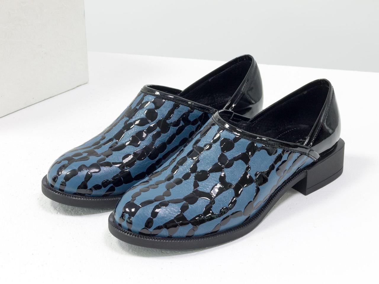 Элегантные женские туфли из натуральной кожи серо-голубого цвета с текстурой крокодил и каплями лака, 36-41