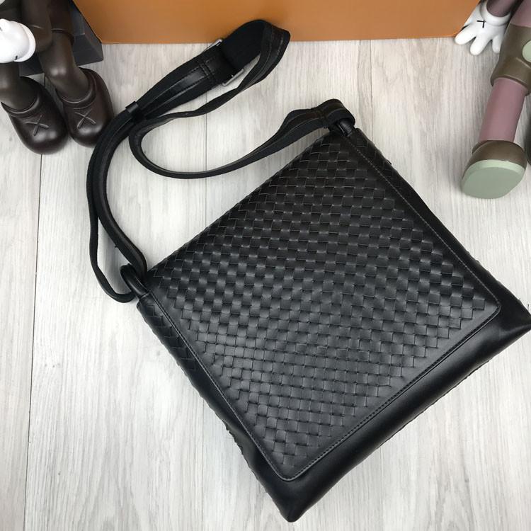 Кожаная женская сумка мессенджер Bottega Veneta черная натуральная кожа сумка на плечо Боттега Венета реплика