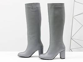 Сапоги-трубы свободного одевания из натуральной кожи серого цвета, на невысоком обтяжном каблуке, 36-40р.