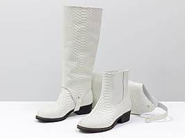 """Дизайнерские сапоги-трансформеры свободного кроя из натуральной кожи """"питон"""" белого цвета 36-41р."""