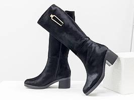 Дизайнерские сапоги черного цвета из меха пони и лаковой кожи на удобном невысоком каблуке черного цвета 36-41