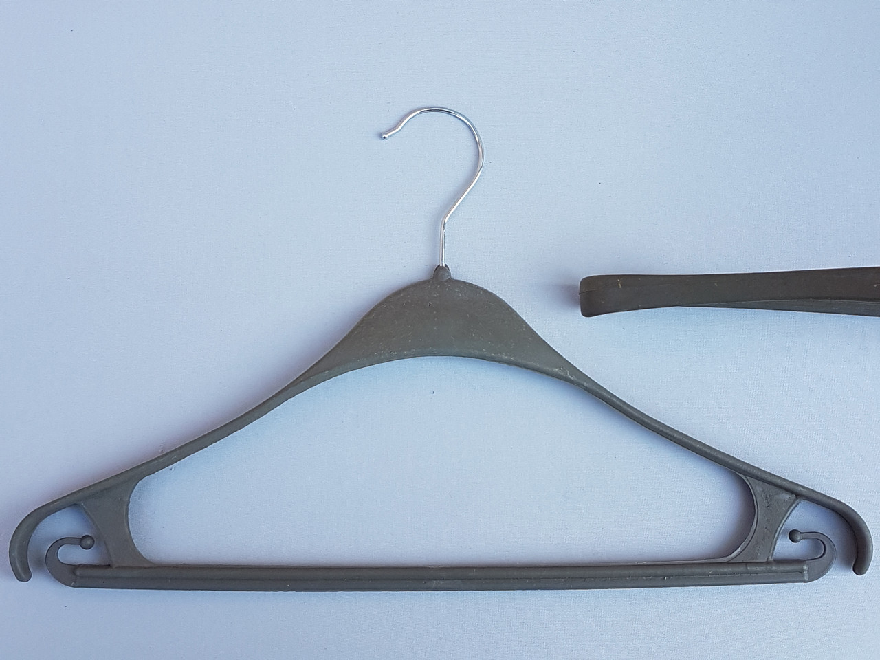 Плечики вешалки тремпеля Турок цвета хаки, длина 40 см