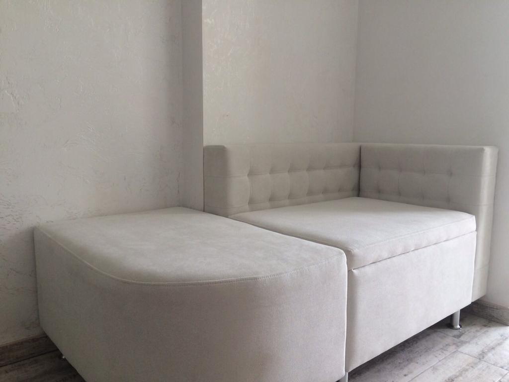 Кухонний диванчик+пуф на замовлення