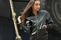 Женская куртка-бомбер из эко-кожи черный/красная полоска