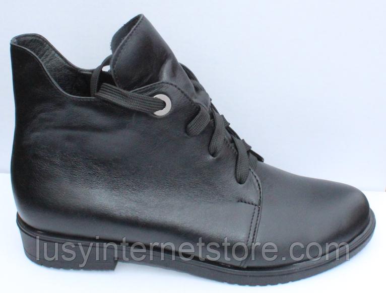 Ботинки женские черные кожаные демисезонные на низком каблуке от производителя модель СФ111