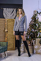 Женский укороченный двубортный пиджак с карманами-обманками