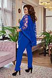 Нарядный женский костюм брючный Креп дайвинг и сетка с напылением флок Размер 50 52 54 56 58 60, фото 5