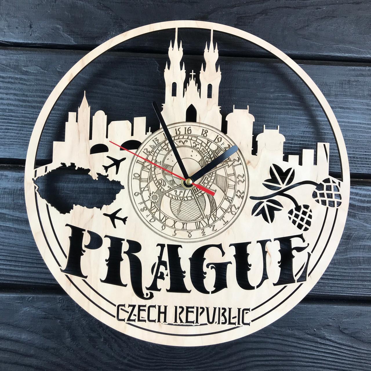 Дизайнерские деревянные часы в интерьер «Прага»